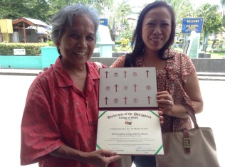 Presenting Gloria Agas with an award for her participation. Tagudin, Ilocos Sur