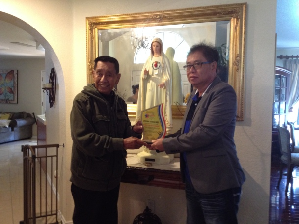 Mayor Atty. Jose V. Bunoan, Jr. of Tagudin handing the award to Emilio N. Gamalinda, grandson of Pedro B. Navarro, April 2014.